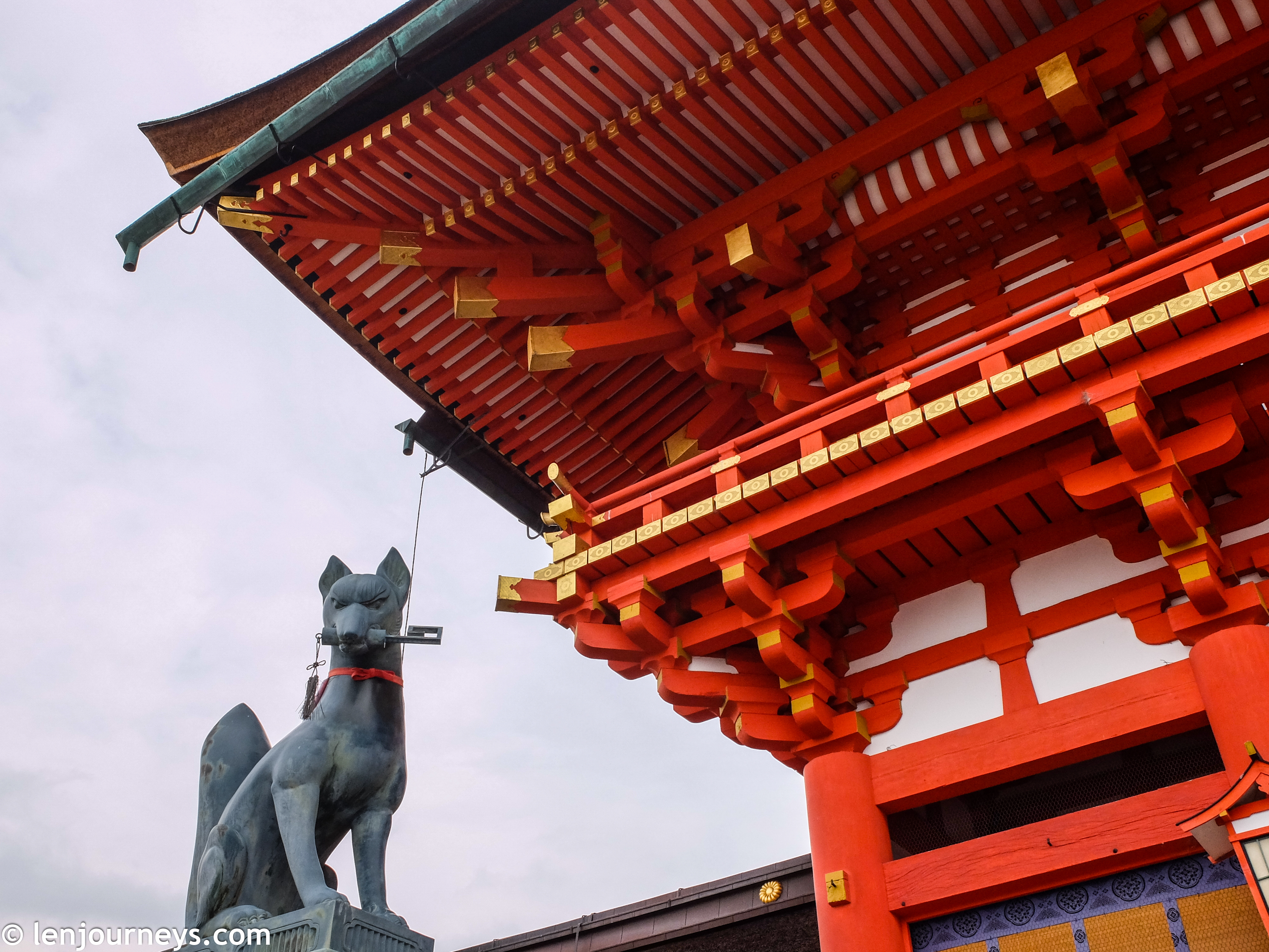 The guardian fox at rōmon, Fushimi Inari