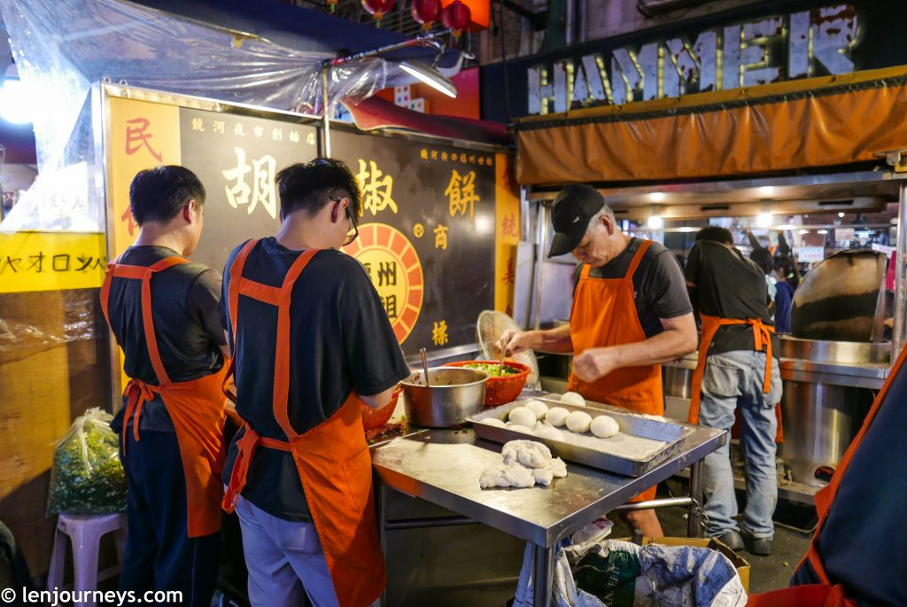 A food vendor at Raohe Night Market