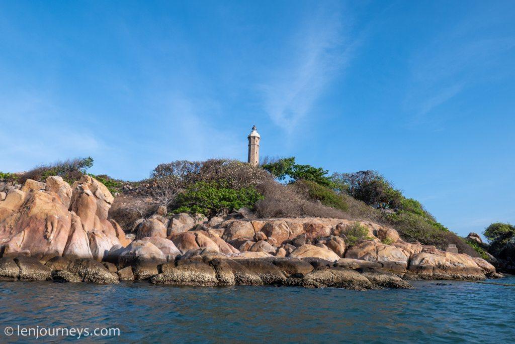The rocky shoreline of Ke Ga