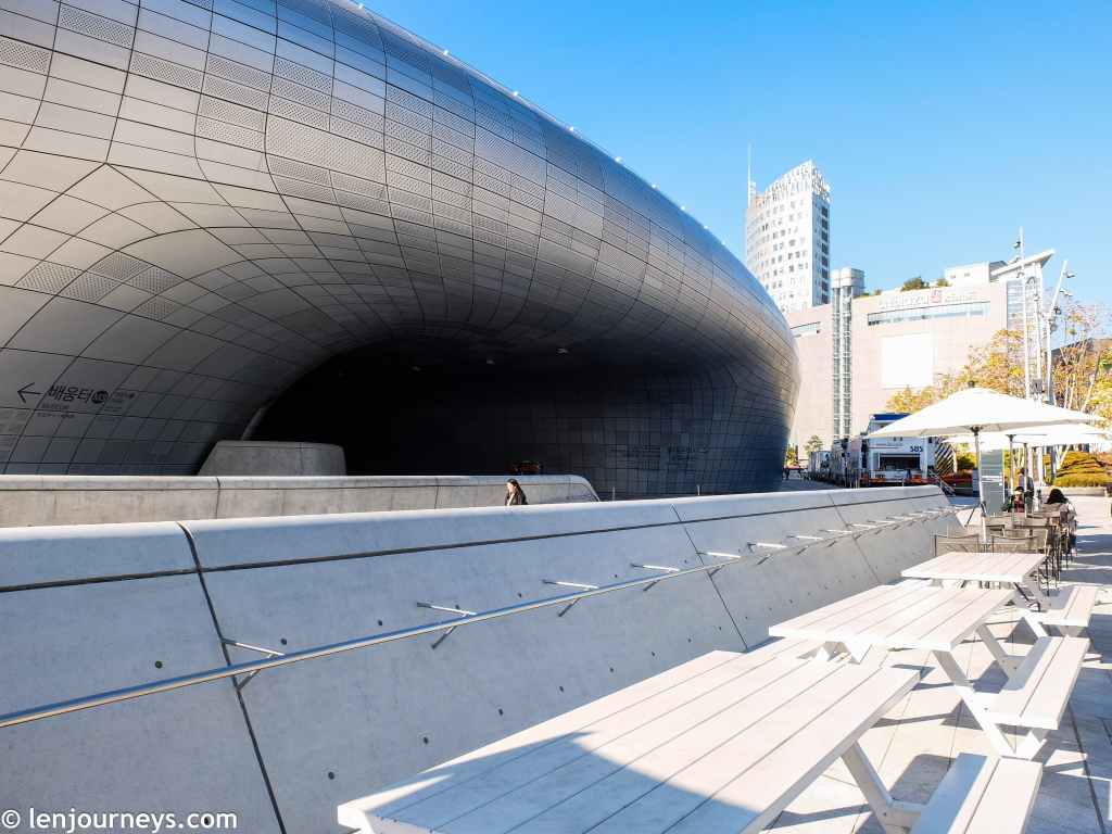 Powerful curves of the DDP, a regeneration project in Seoul