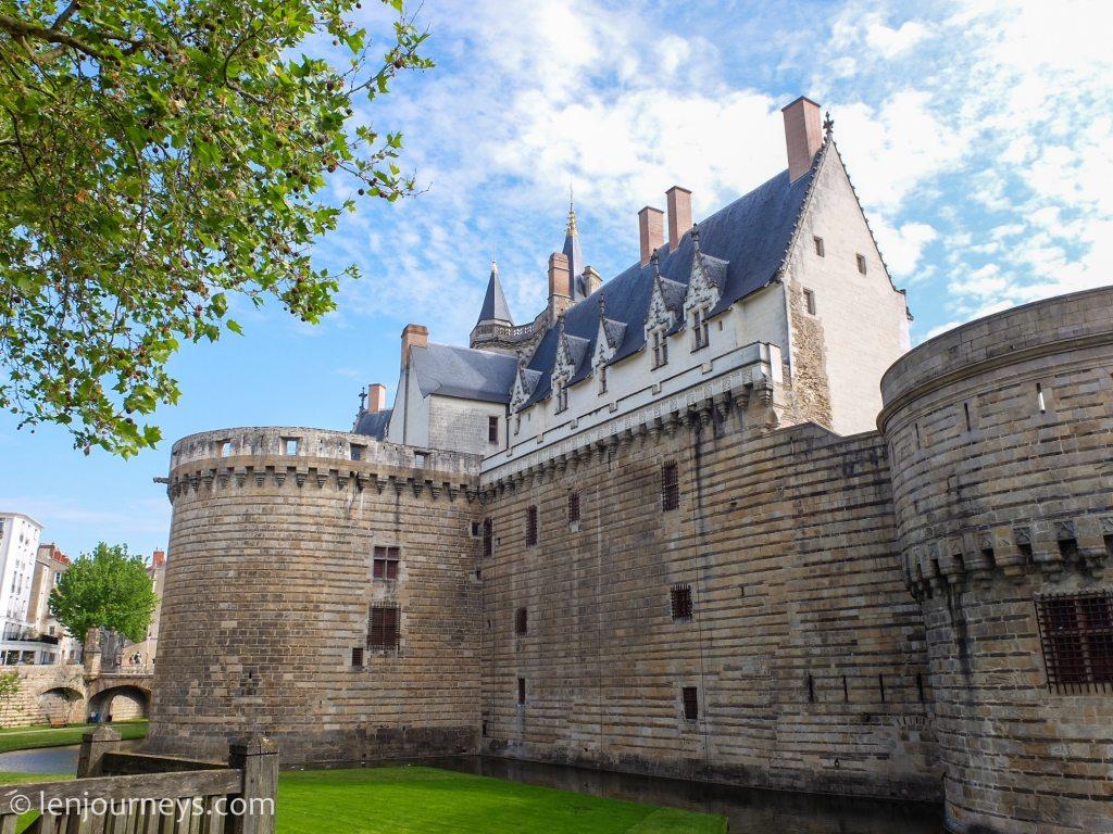 The defensive wall of Château des Ducs de Bregtane