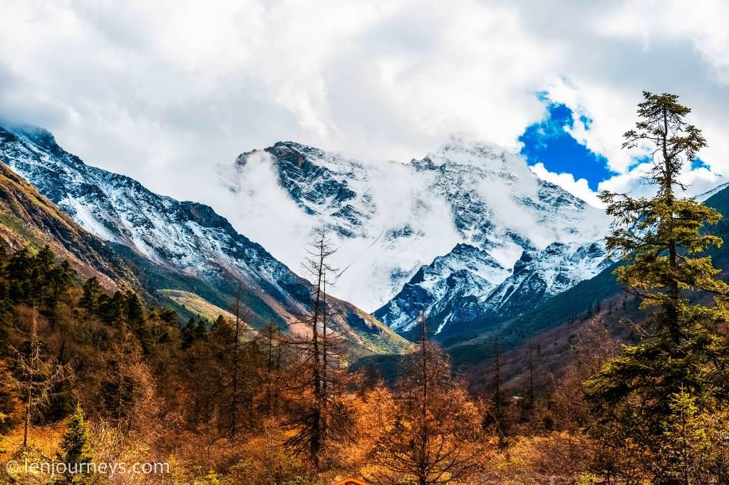 Mountains surround Huanglong, Jiuzhaigou